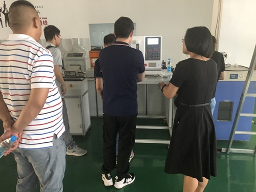 浙江杭州客户来我司验收全自动弹簧拉压力试验机